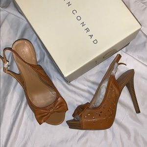 LC Conrad tan sandal
